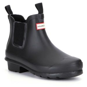 Hunter Shoes - Navy Hunter toddler Chelsea boots... the cutest!